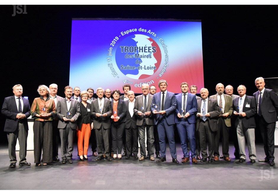 les-11-laureats-et-les-partenaires-sur-la-scene-(photo-ketty-beyondas)
